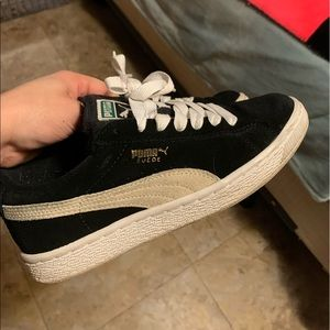 Pumas sneakers size 4 youth
